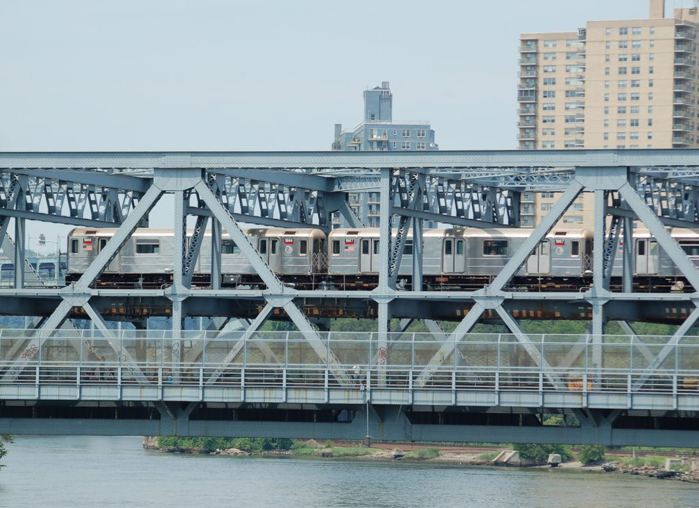 R-62A 1866 and 1867 @ Broadway Bridge