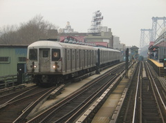 R-42 @ Marcy Av (J). Photo taken by Brian Weinberg, 1/3/2005.