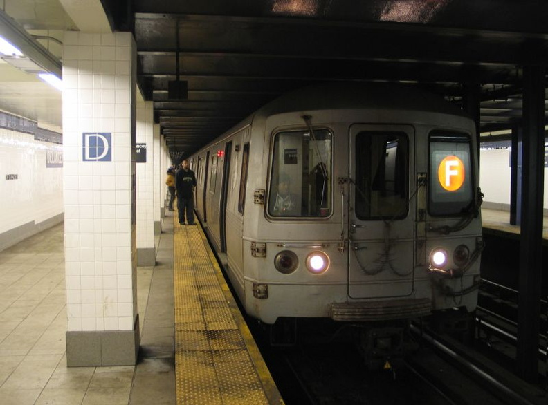 R-46 5760 @ Delancey St (F). Photo taken by Brian Weinberg, 1/3/2005.