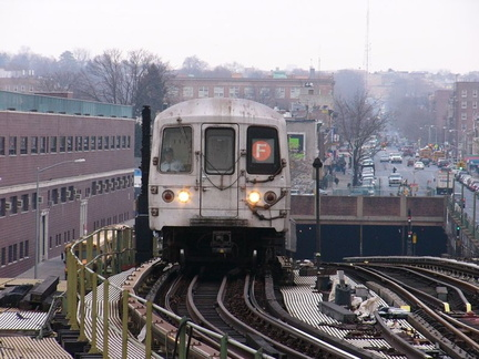 R-46 @ Ditmas Av (F). Photo taken by Brian Weinberg, 1/3/2005.
