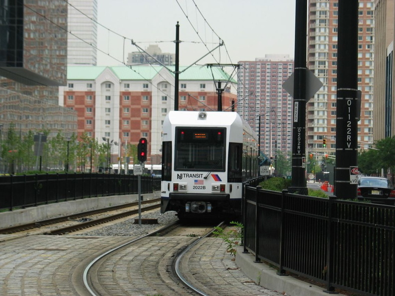 HBLR LRV 2022B @ south of Harborside Financial Center. Photo taken by Brian Weinberg, 07/30/2003.
