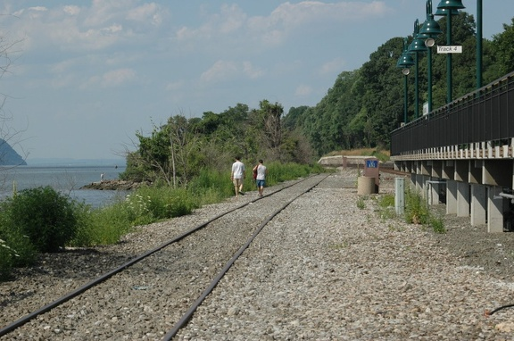 CSX lead from CP12 to Sugarhouse in Yonkers @ Riverdale (MNCR Hudson Line). Photo taken by Tamar Weinberg, 7/24/2005.