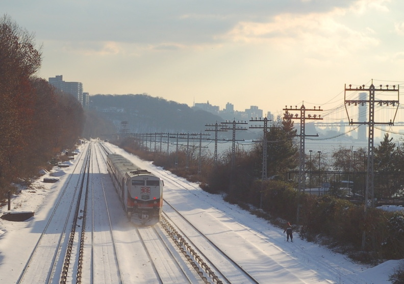 CDOT P32AC-DM 229 @ Riverdale (Hudson Line). Note the cross country skier and the George Washington Bridge. Photo taken by Brian