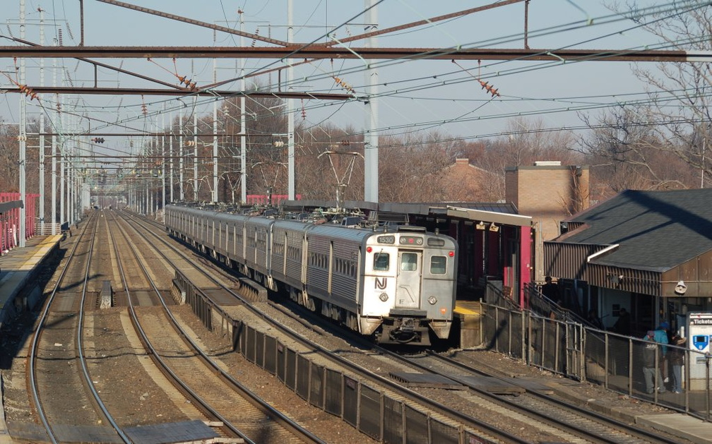 NJT Arrow III MU 1530 @ Elizabeth, NJ. Photo taken by Brian Weinberg, 12/18/2005.