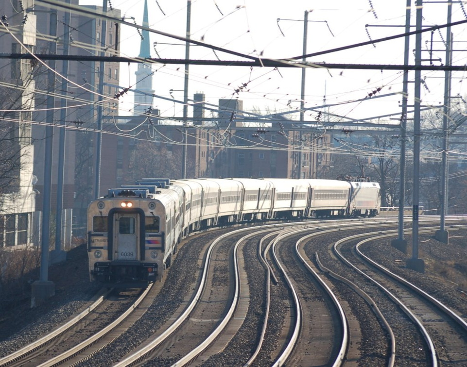 NJT Comet V Cab 6039 @ Elizabeth, NJ. Photo taken by Brian Weinberg, 12/18/2005.