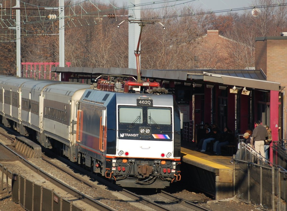 NJT ALP-46 4620 @ Elizabeth, NJ. Photo taken by Brian Weinberg, 12/18/2005.