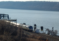 Amtrak P32AC-DM 711 @ Inwood Movable Bridge (Train 285). Photo taken by Brian Weinberg, 1/8/2006.