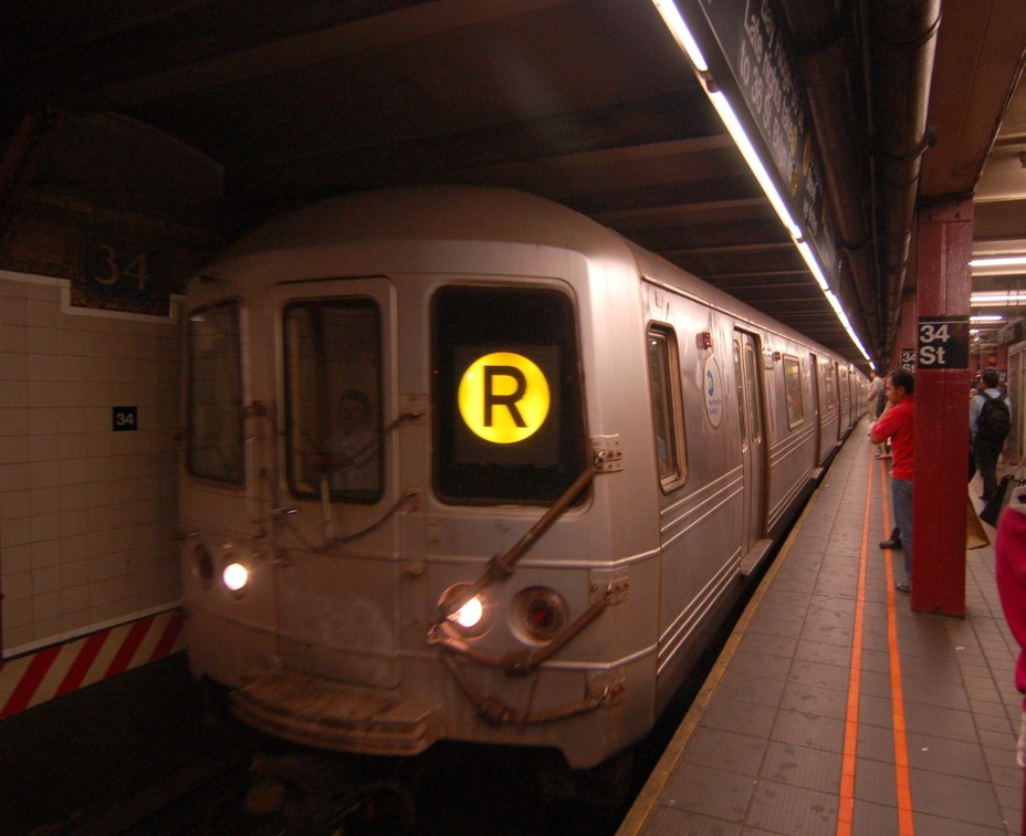 R-46 6166 @ 34 Street-Herald Square (R). Photo taken by Brian Weinberg, 7/7/2006.
