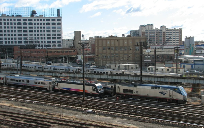 NJT ALP46 4613 and Amtrak P32AC-DM 710 @ Sunnyside. Photo taken by Brian Weinberg, 11/9/2006.