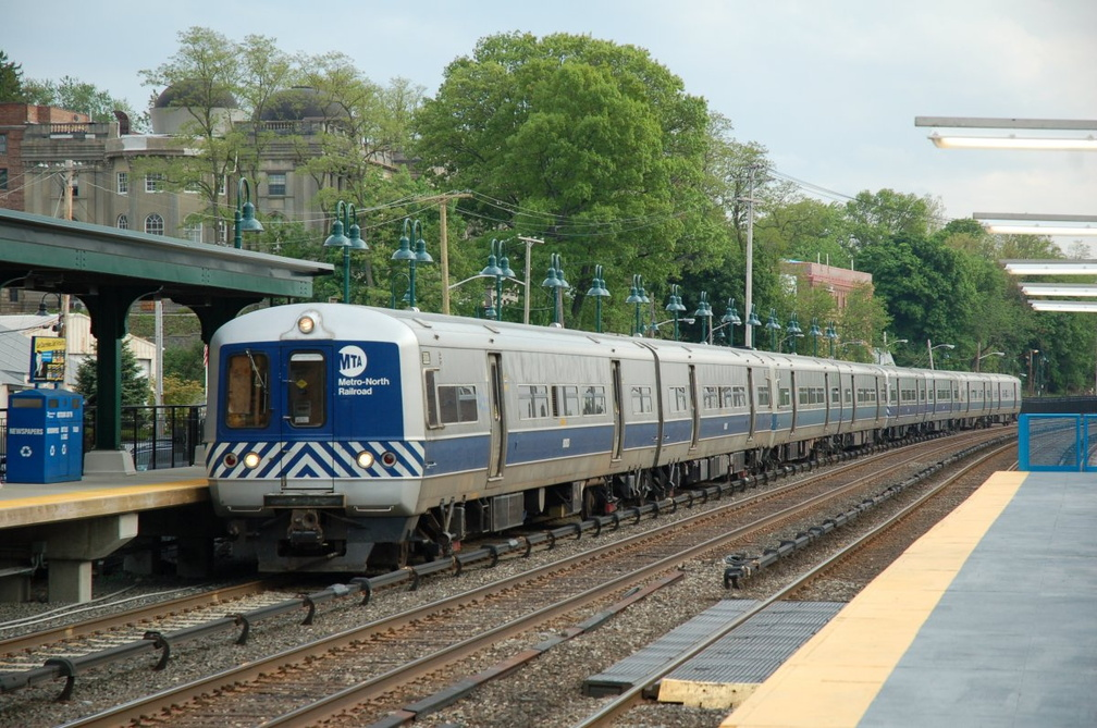 Metro-North Commuter Railroad M-3A 8083 @ Irvington (Hudson Line). Photo taken by Brian Weinberg, 5/17/2007.