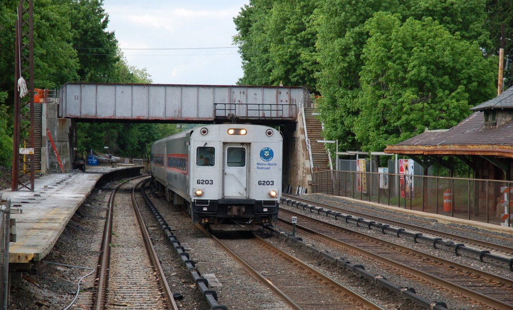 Metro-North Commuter Railroad / CDOT Shoreliner Cab 6203 @ Irvington (Hudson Line). Photo taken by Brian Weinberg, 5/17/2007.