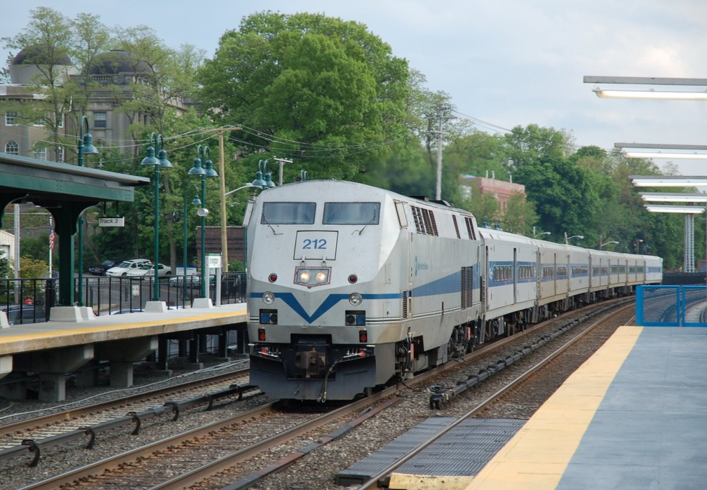 Metro-North Commuter Railroad P32AC-DM 212 @ Irvington (Hudson Line). Photo taken by Brian Weinberg, 5/17/2007.