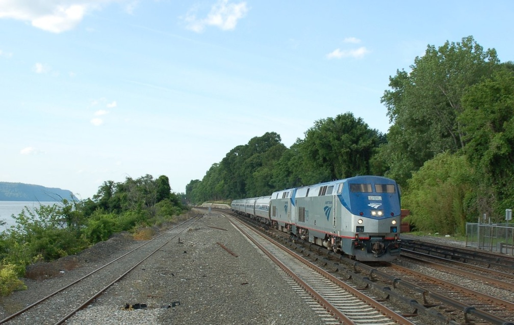 Amtrak P32AC-DM 709 and 701 @ Riverdale (Hudson Line). Photo taken by Brian Weinberg, 6/24/2007.