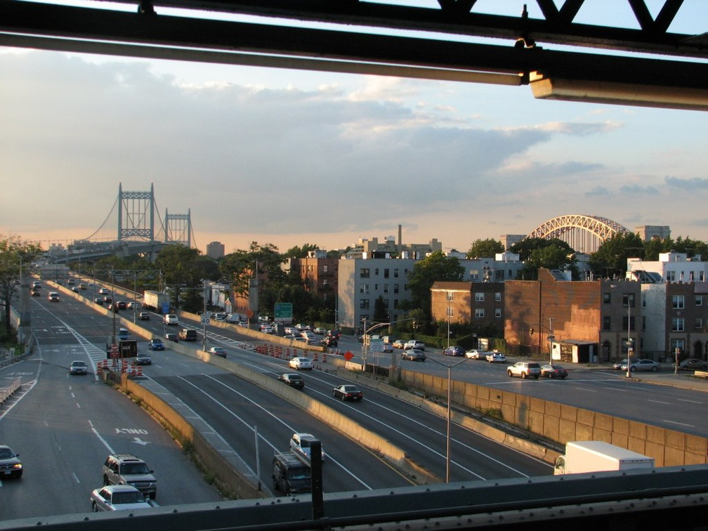 Triborough Bridge and Hell Gate Bridge as seen from Astoria Blvd (N/W). Photo taken by Brian Weinberg, 8/27/2007.