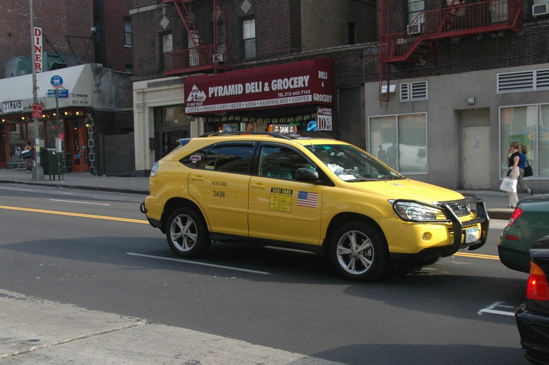 2006 Lexus RX 400h Taxi @ 96th St & Broadway. Photo taken by Tamar Weinberg, 7/23/2006.