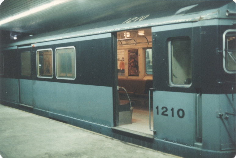 H&M/PATH K-class 1210 @ World Trade Center. Photo taken by John Lung, July 1988.