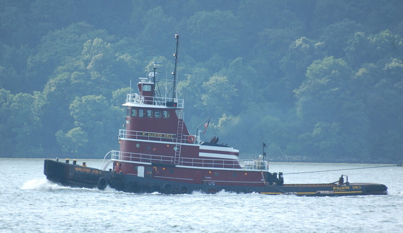 "Tugboat ""McALLISTER GIRLS"" (New York, NY) @ Riverdale-on-Hudson. Photo taken by Brian Weinberg, 9/3/2006."