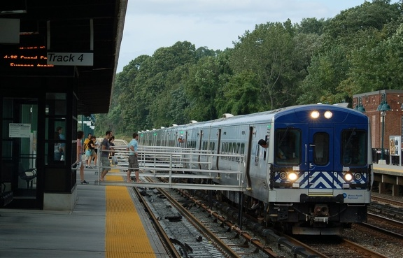 Metro-North Commuter Railroad (MNCR) M-7A 4146 @ Riverdale (Hudson Line). Photo taken by Brian Weinberg, 9/3/2006.