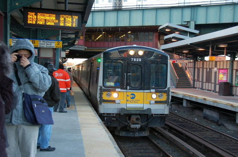 LIRR M-7 7828 @ Woodside. Photo taken by Brian Weinberg, 1/20/2008.